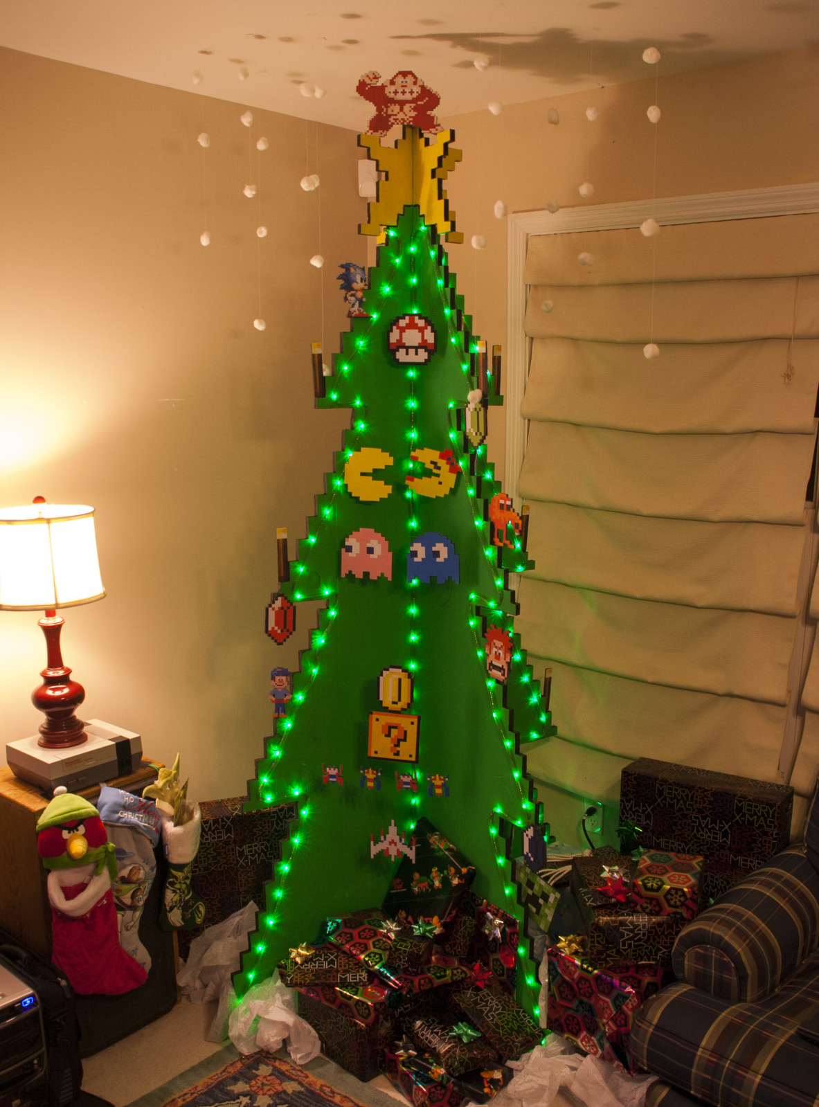 Nerdtastic Christmas Trees For The Geek In All Of Us - Red-Nosed ...
